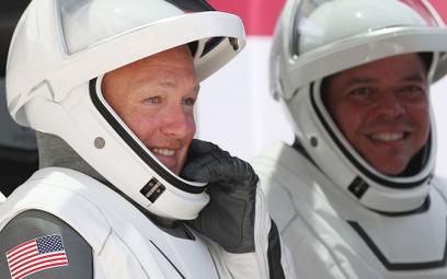 Bob Behnken i Doug Hurley spędzili na orbicie dwa miesiące
