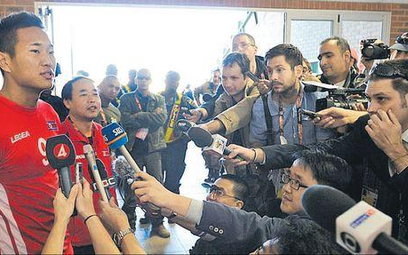 Jong Tae-se nazywany jest koreańskim Rooneyem, chociaż sam mówi, że gra jak Didier Drogba. O pierwsz