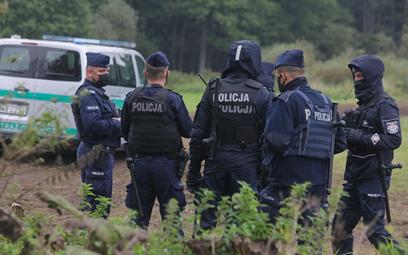 Policja na polsko-białoruskiej granicy w pobliżu miejscowości Usnarz Górny