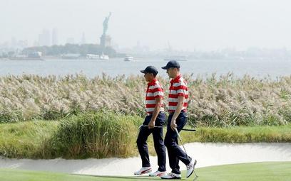 Golf ze Statuą Wolności w tle