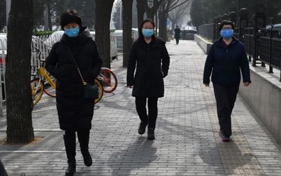 Chiny: Zmiana informacji o liczbie chorych. Wirus w więzieniach
