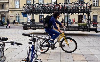 Na razie rower można wypożyczyć tylko podczas Dnia bez Samochodu