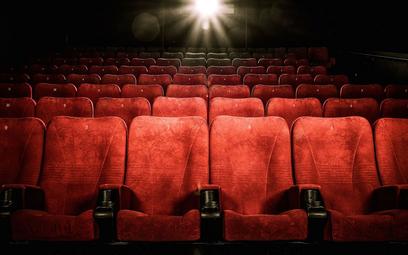 Gdzie opodatkować montaż krzeseł do sali kinowej - interpretacja podatkowa