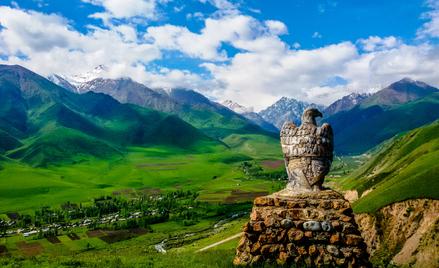 Kirgistan to malowniczy kraj borykający się jednak z poważnymi kłopotami gospodarczymi. Na zdjęciu I