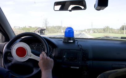 Czy Policja może zmuszać do szybszej jazdy
