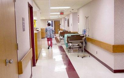 W sprawach odszkodowań za błędy lekarskie sądy przyznają coraz wyższe kwoty