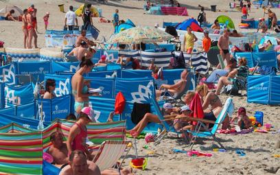 Lato nad Bałtykiem. Samorządy głowią się, jak przyjąć turystów