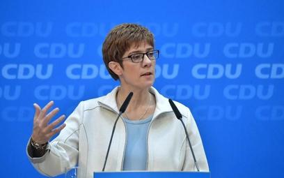 Annegret Kramp-Karrenbauer jest partyjną koleżanką Angeli Merkel