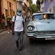 Na końcu rządów Castro kraj boryka się z postępującą inflacją oraz brakiem żywności i leków. Na zdję