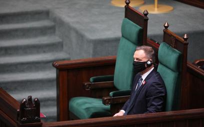 Pensje osób na kierowniczych stanowiskach państwowych - Sejm przyjął poprawki