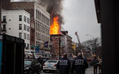 Ogromny pożar na Manhattanie. Kamienicy grozi zawalenie