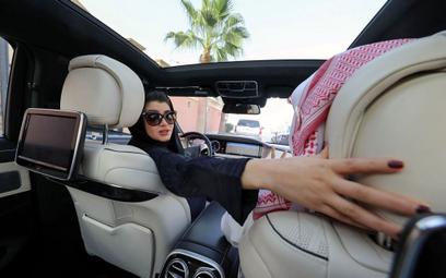 Arabia Saudyjska: Kobiety mogą jeździć za granicę bez zgody mężczyzn