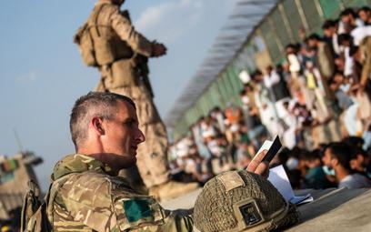 Afganistan: Brytyjczycy opuścili ambasadę w Kabulu. Zostawili dokumenty z danymi współpracowników