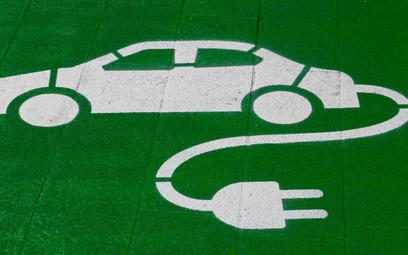 Samochody elektryczne zużywają 300 razy mniej surowców