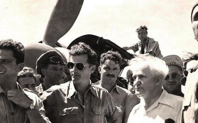 David Ben Gurion podczas odwiedzin w 101. Eskadrze, 17 sierpnia 1948 r.