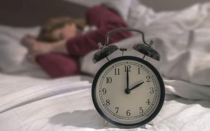 Wraca czas zimowy - cofamy zegarki, pośpimy dłużej