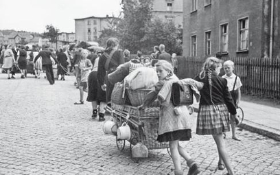 Wypędzeni zdjęcie z początku lat 50.