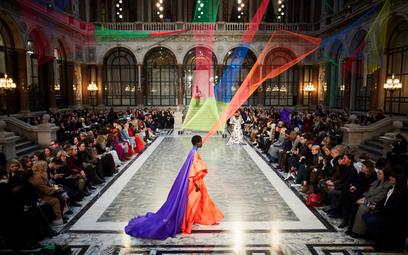 Pokaz marki Roksanda podczas London Fashion Week 2020. Fot: facebook.com/londonfashionweek