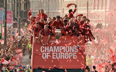 Mistrzowska parada przyciągnęła na ulice Liverpoolu ponad pół miliona ludzi