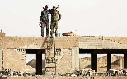 Syryjscy Kurdowie odgrywają kluczową rolę w walce z tzw. Państwem Islamskim. Na zdjęciu bojownicy ku