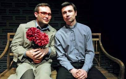 Wśród bohaterów jestpoczciwy mąż (Wojciech Czerwiński), którego zdradza żona i ksiądz (Piotr Bajtlik