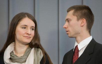 Przypatrzcie się dobrze: oto twarze czającej się IV RP (tutaj jeszcze z makijażem). (Karolina i Toma