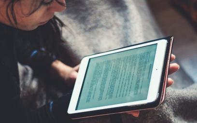 Firmy oferujące usługi e-learningowe oraz audiobooki zyskują w czasach epidemii wielu nowych użytkow