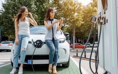 Samochody elektryczne. Dopłaty to nie jedyne przywileje