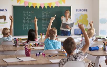 Koronawirus: Jak przerwa w nauce odbije się na zarobkach dzisiejszych uczniów?