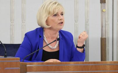 Kandydatka PiS na stanowisko RPO, senator niezależna Lidia Staroń na sali obrad Senatu