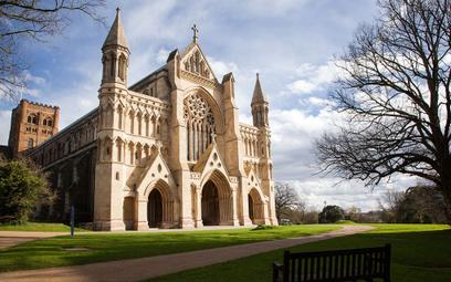 Kościół Anglii zawiesza publiczne obrządki religijne