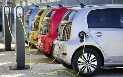 Firmy stawiają na elektryki