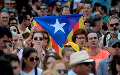 Poniedziałkowa demonstracja zwolenników niepodległości Katalonii w stutysięcznym mieście Girona, bas