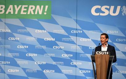 Premier Austrii nadal chce być w jednej frakcji w PE z Orbanem