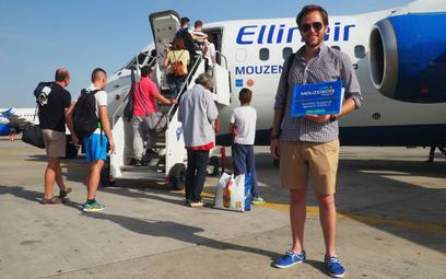 W najlepszych latach Mouzenidis wysyłał do Grecji klientów samolotami linii lotniczej Ellinair, nale
