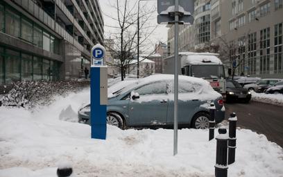 Prokuratura znów skarży uchwałę o płatnym parkowaniu w Warszawie