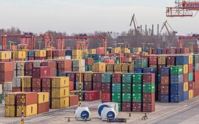 W zagranicznym handlu towarami jesteśmy 1,6 mld euro na minusie, za to w wymianie usług aż 9,1 mld e