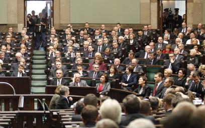 Przecieki z exposé premiera – gorące komentarze polityków