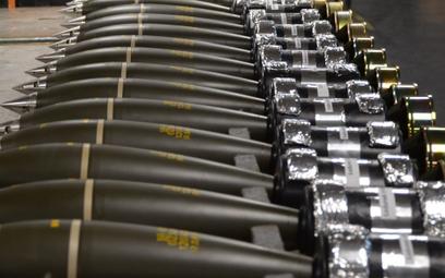 Nowe naboje odłmkowo-burzące do 120 mm moździerza samobieżnego M120K Rak. Fot./PGZ.
