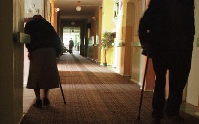 W domach pomocy społecznej łamane są prawa pensjonariuszy - alarmuje Krajowy Mechanizm Prewencji