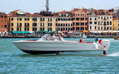 """Szwedzka """"latająca"""" łódź na ratunek Wenecji"""