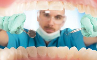 Dentyści o bonach patriotycznych: resort nie uważa nas za lekarzy