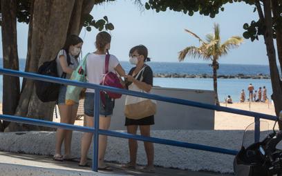 Wyspy Kanaryjskie: Maseczki nawet na plaży