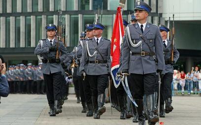 Rzad nie zmienia stanowiska: emerytura mundurowa dla 55 latka