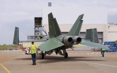 Pierwsze zdjęcia pokazujące samolot wielozadaniowy F/A-18F Super Hornet w wersji Block III na fabryc