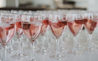 Wino różowe: co trzeba o nim wiedzieć, by dobrze wybrać?