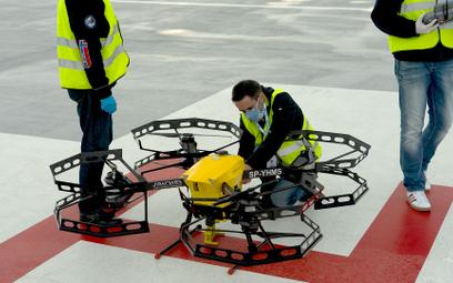 Polski dron przywiózł wymazy od pacjentów. Pionierski lot