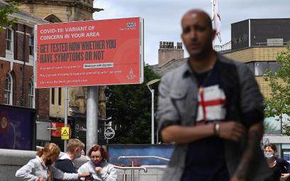 """""""Testuj się, nawet jeśli nie masz objawów!"""" – zachęcają obywateli brytyjskie władze"""