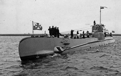"""Powitanie okrętu podwodnego ORP """"Orzeł"""" w Gdyni w lutym 1939 r. Jednostka zaginęła w niewyjaśnionych"""
