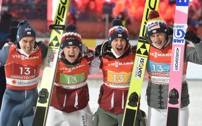 Brązowa czwórka z Polski. Od lewej: Piotr Żyła, Andrzej Stękała, Kamil Stoch i Dawid Kubacki